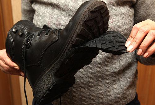 Чем лучше обработать обувь, чтобы она не промокла?