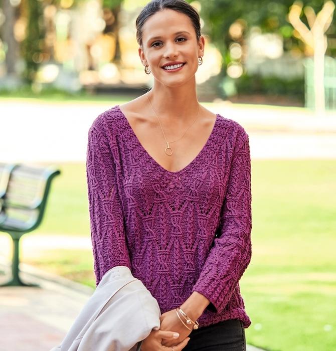 Пуловер цвета фуксии с виртуозными узорами