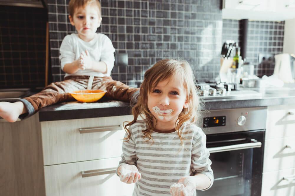 С какого возраста можно оставлять ребенка одного дома