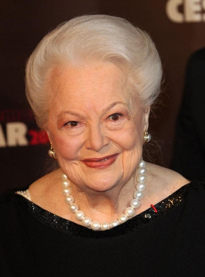 В 1939 году ее номинировали на «Оскар». Посмотри, как выглядит старейшая актриса Голливуда!