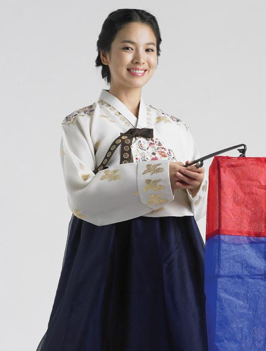 Сон Хе Гё в традиционном корейском платье
