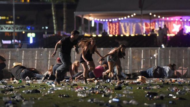 В Лас-Вегасе в результате стрельбы у казино погибли более 50 человек