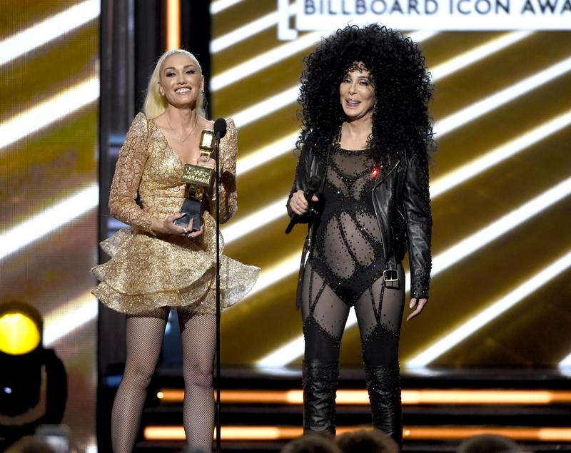 Откровенные наряды 71-летней певицы Шер шокировали зрителей