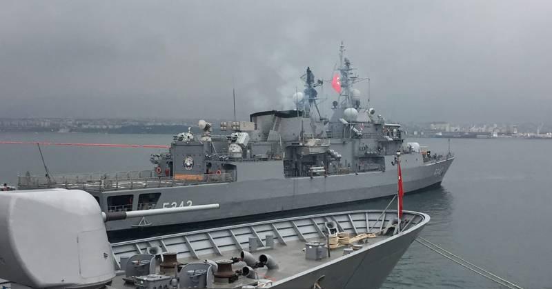 Турция начала самые масштабные учения ВМС в истории страны