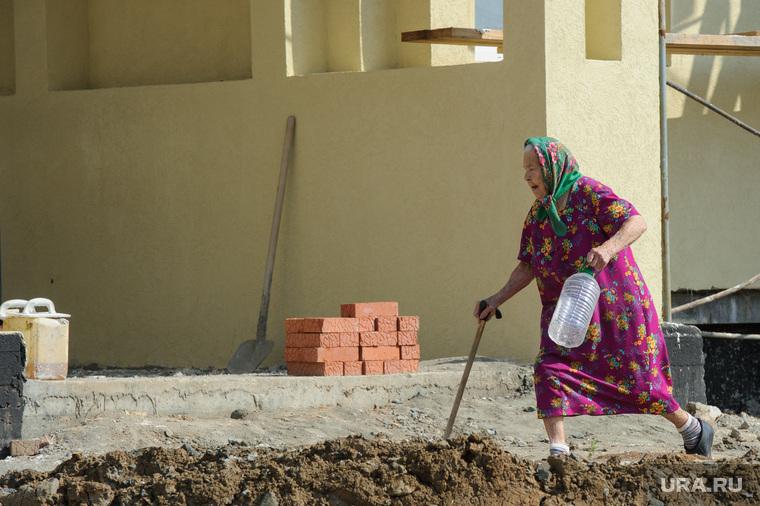 Почему пенсионный возраст в России повысят, но только для женщин