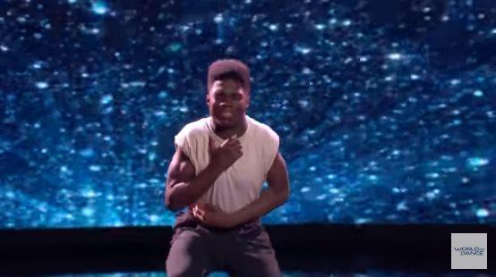 Молодой танцор тронул сердца зрителей, когда обратился к маме в своем танце