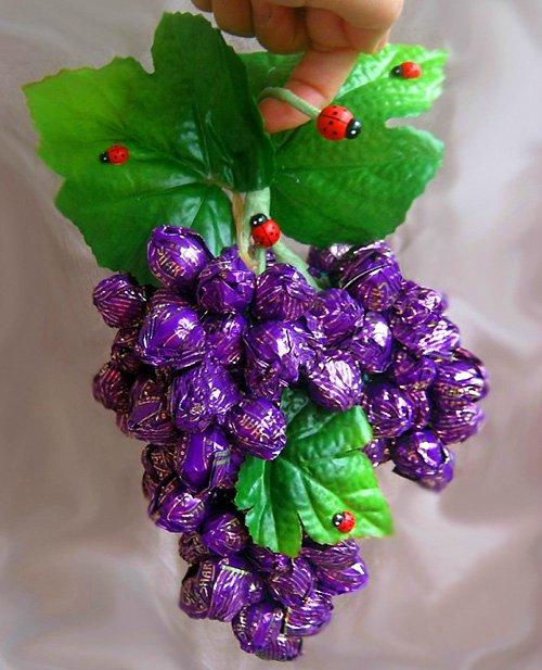 8923dceb62bb Гроздь винограда из конфет без пенопластовой основы. Мастер класс