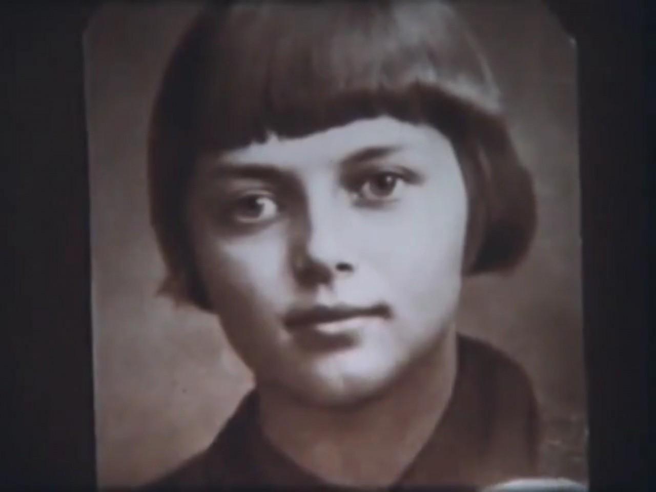 17-и летняя партизанка из Ленинграда Зина Портнова, героиня поседевшая от пыток