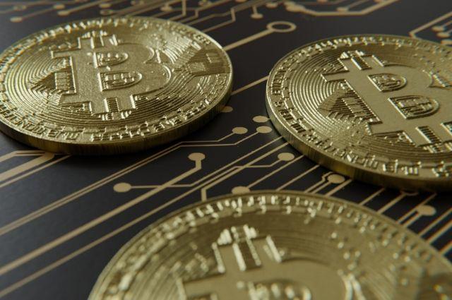 Курс биткоина превысил 10 тысяч долларов