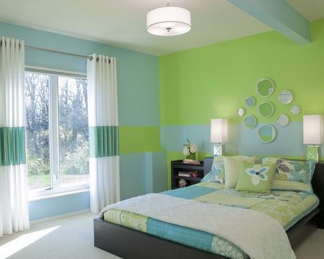 сочетание голубого и зеленого в спальне