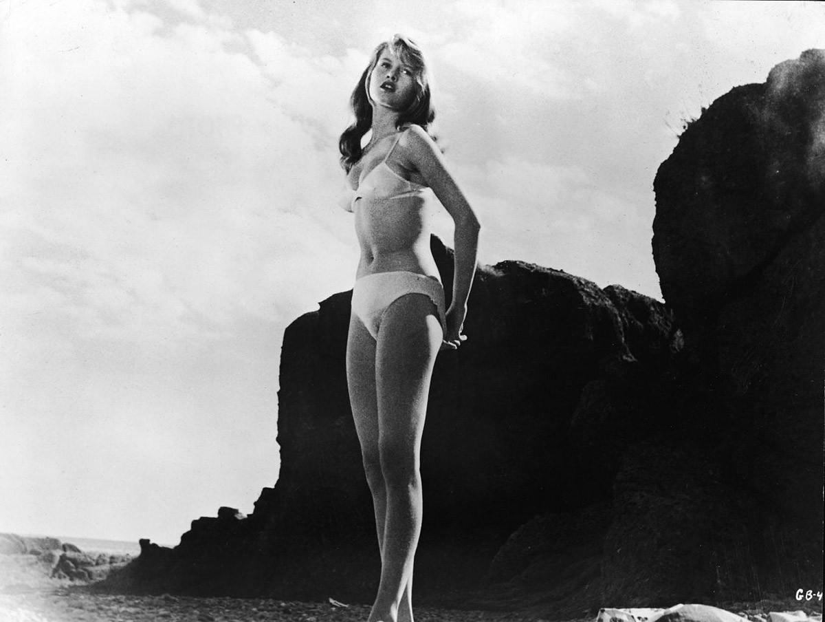 swimsuit01 Ретрошик: 20 легендарных купальников из кино