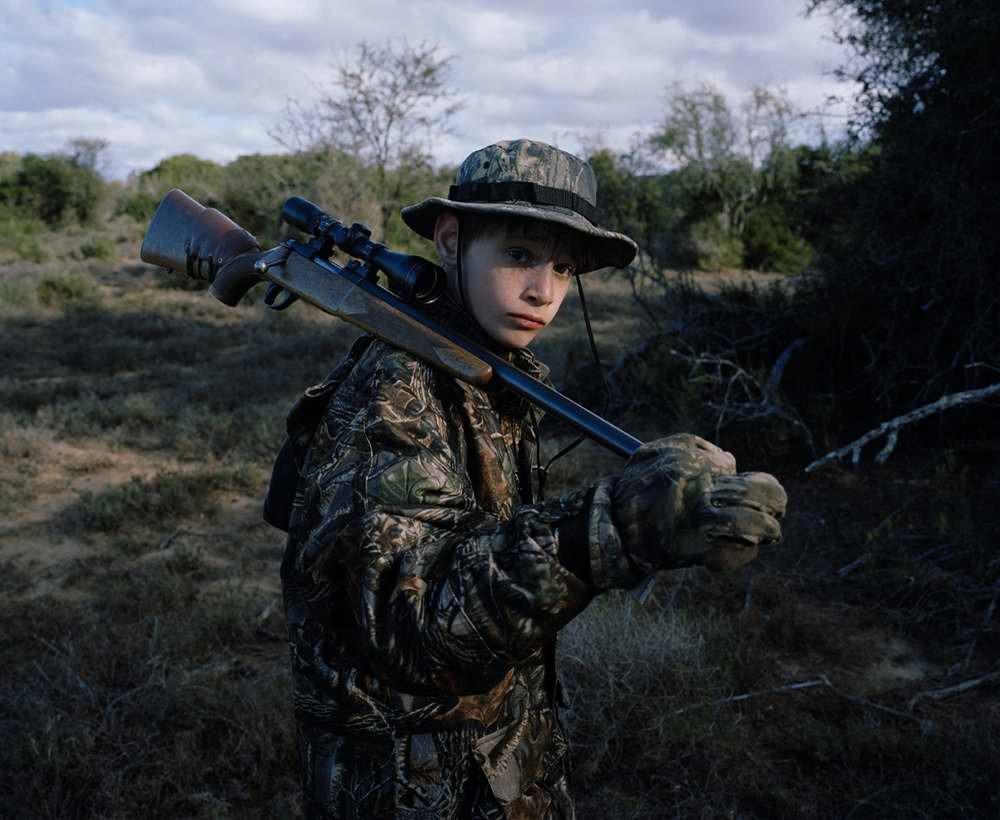 davidchancellor11 Провокационный фотопроект «Охотники и их добыча»