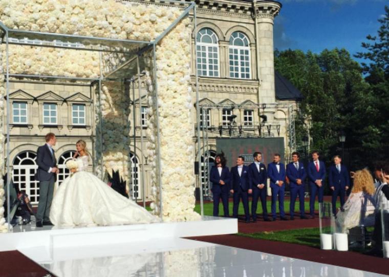 Возвращение примадонны на сцену: В Сети восхитились роскошью свадьбы внука Пугачевой
