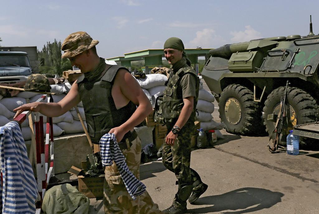 Украинские силовики прекратили полёты боевой авиации над Славянском.