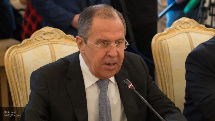Лавров призвал разобраться с информацией о сотрудничестве США и боевиков ИГ* в Сирии