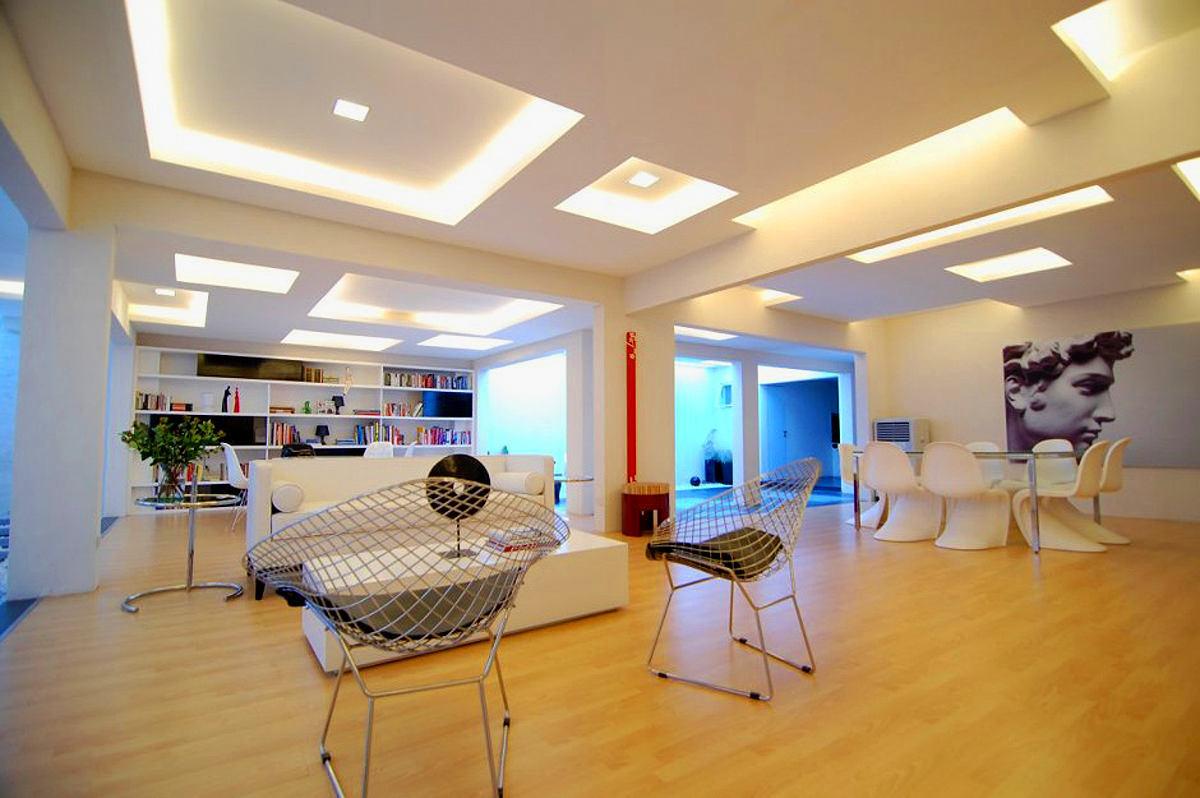 Гостиная, холл в цветах: серый, светло-серый, белый, бежевый. Гостиная, холл в стилях: лофт.