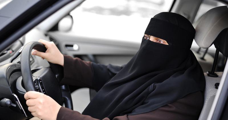 «Я очень боюсь»: саудовские мужчины об отмене запрета на вождение автомобилей для женщин