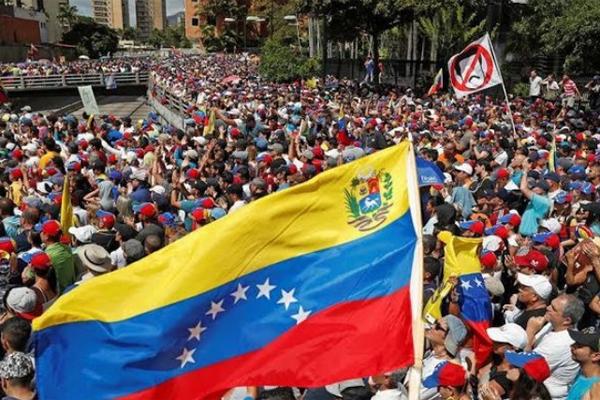 Двоевластие в Венесуэле силь…