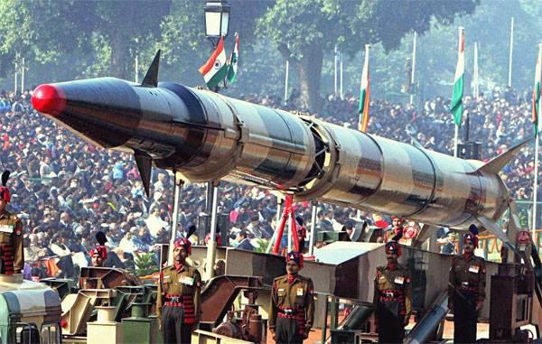 Индия провела очередной испытание баллистической ракеты Agni II