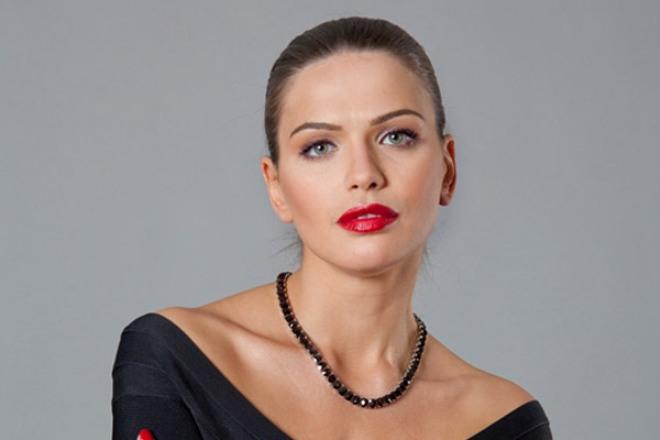 Удивительный роман: почему красотка Юлия Галкина живет с мужчиной, который старше нее на целых 20 лет