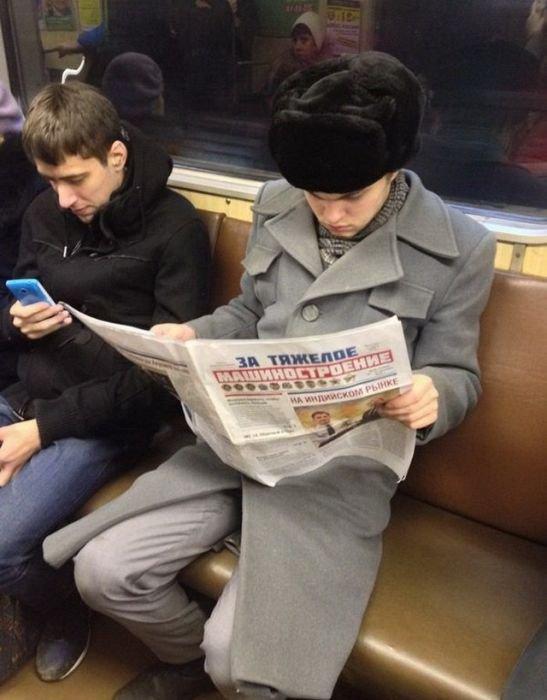 Стильный парень в метро.