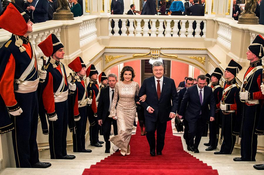 Рейтинг Порошенко опять упал. Народ не понял и не оценил, не бывать ему президентом во второй раз