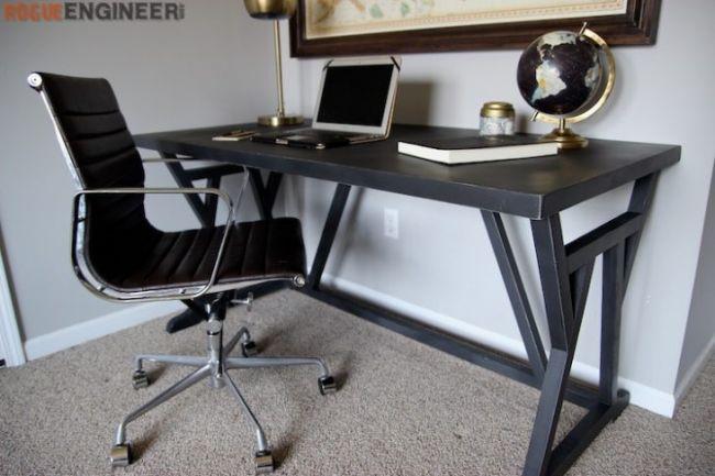 Письменный стол с необычными ножками
