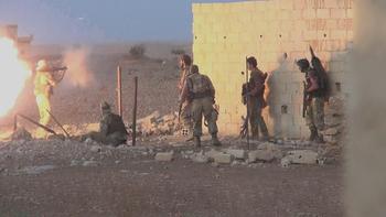 Минобороны: США продолжают взаимодействовать с террористами в Сирии