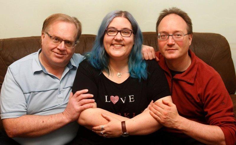 У нее есть муж и 3 бойфренда. И все счастливы!