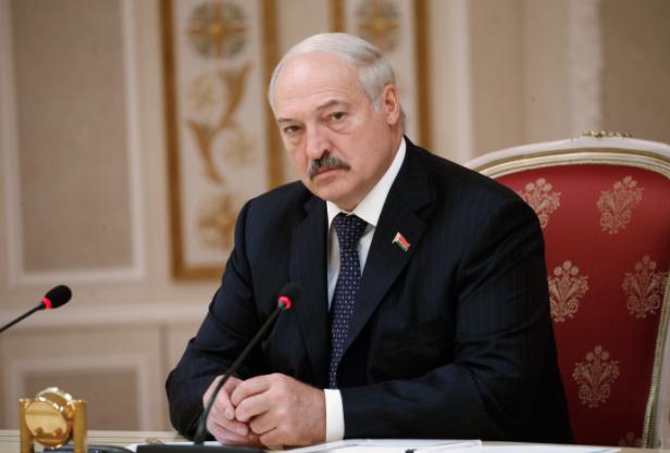 """""""Понюхают порох"""". Лукашенко предложил отправлять студентов в армию на каникулах"""