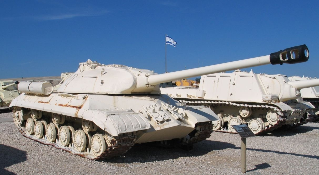 Танк Израиля атаковал позици…