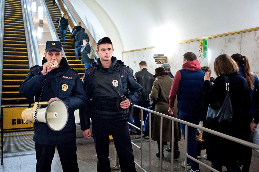 В московском метро по ошибке включили сигнал воздушной тревоги