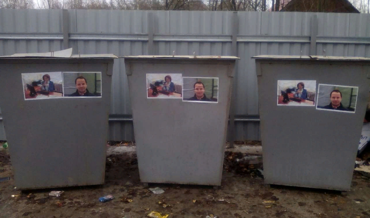 В Карелии украсили портретами чиновников мусорные контейнеры