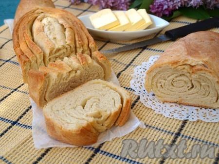 Остывший хлеб нарезать. Он получается невероятно вкусным!