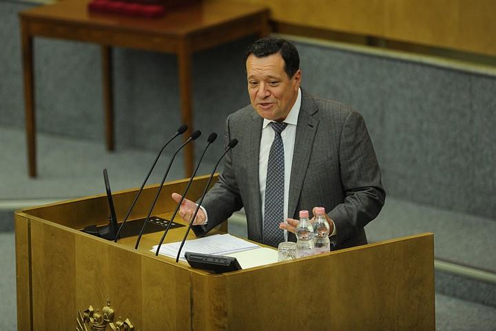 «Мы что, готовы признать женщин в 55 лет дряхлыми?» Депутат Андрей Макаров объяснил, почему надо повышать пенсионный возраст