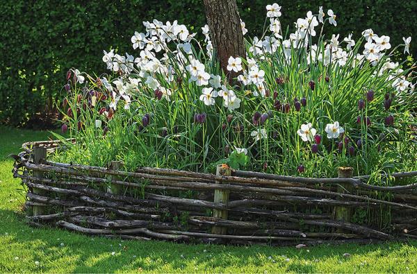 Оформление участка поделками из веток, лозы и травы. Красивые и практичные идеи