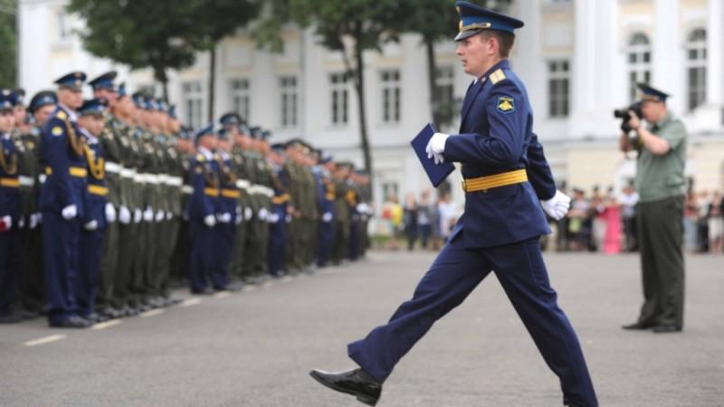 Минобороны в этом году дважды выпустит лейтенантов