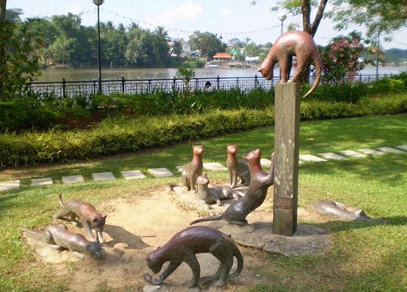 0234 Скульптуры и памятники кошкам