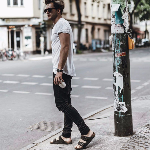 Как мужчине носить сандалии и не выглядеть маленьким мальчиком?