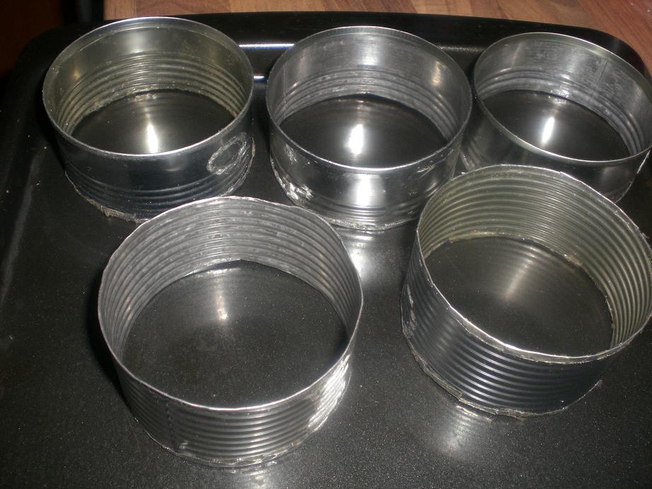 Специально для Вас я сделала кольца для крампетсов- очень просто. Из одной жестяной банки из-под бобов или горошка получилось 3 кольца.. Может Вам пригодится