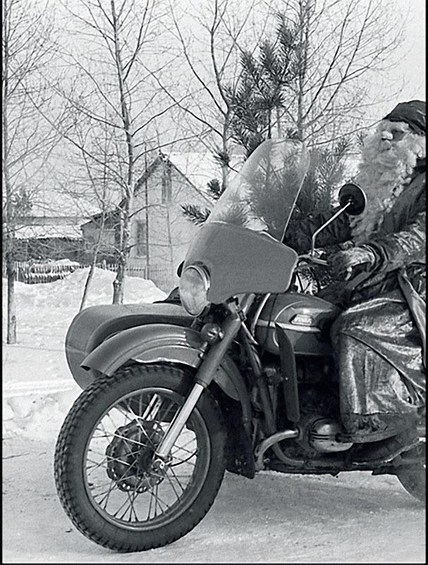 1988. Омская область. Дед Мороз спешит на праздник.jpg