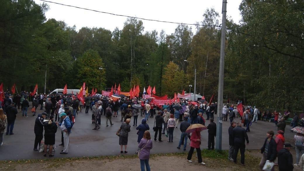 Провал за провалом: в Петербурге на акцию протеста в дождь вышли 300 человек