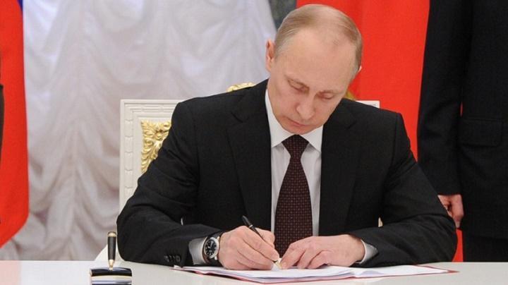 Перегнали Китай: тактический ход Путина оставил Пекин позади, доллару нанесен ощутимый удар