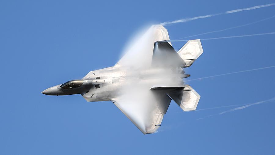 СМИ сообщили о потере F-22 превосходства над российскими самолетами