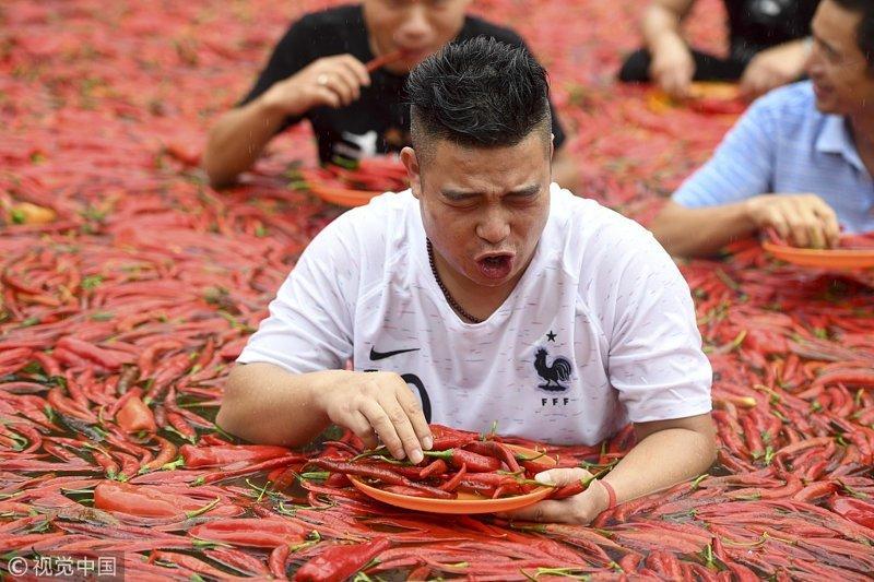 В Китае состоялись сумасшедшие соревнования по поеданию острого перца