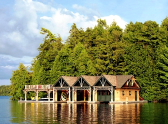 Потрясающий дом у озера