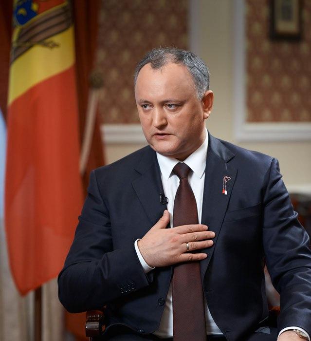 Додон «грудью встал» на защиту России и русского языка