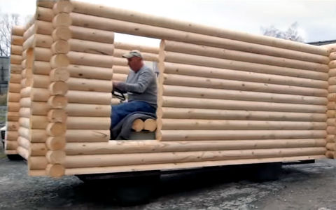 В Новосибирске умельцы построили самый настоящий дом на колесах