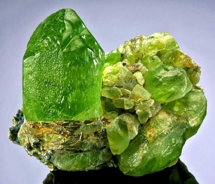 Сокровища под ногами: вулкан на Гавайях разбрасывает драгоценные хризолиты