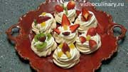 Мой сегодняшний десерт. Меренги под сливочным кремом с клубникой... С видео